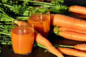 orange roter Stuhlgang - nahrungsmittelbedingt